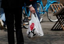 New York lawmakers reach deal to ban plastic bags starting with March 2020